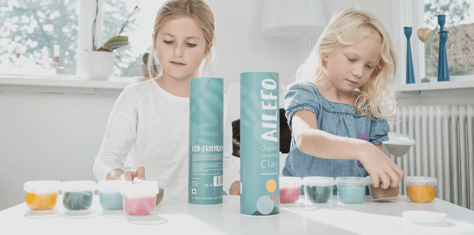girls play with ailefo organic modeling clay