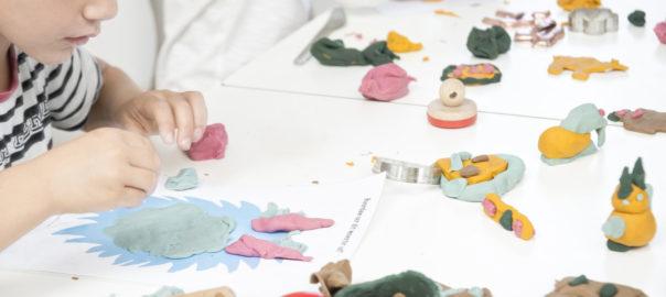 Læringstavler kan bruges i kreativ leg med modellervoks